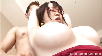 Curvaceous sweetie Yui Satonaka tries to swallow a thick lever