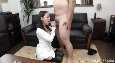 Amazing eastern sweetie likes to get her cuch thoroughly licked